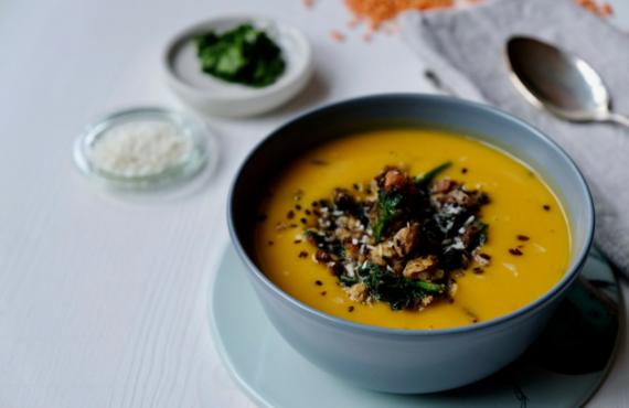Pimp my meal: unsere vegane Süßkartoffel-Suppe für Personen.
