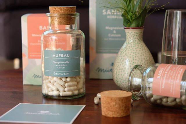 Schön und ökologisch verpackt. Die Produkte von mütterlich kommen im Glas mit Korkverschluss.